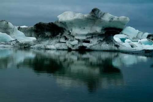 iceberg et lac glaciare