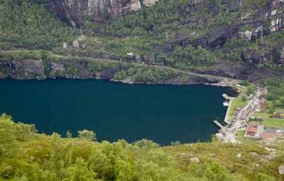 -fjord-Lysefjord-et-ville-de-Lysebotn-Norvège