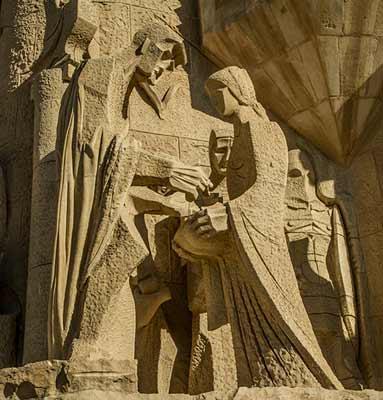 statue-sagrada-familia-barcelone