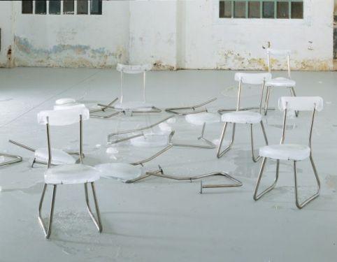 Jana Sterbak, Dissolution (Auditorium), 2000 – 2001 8 éléments, glace et metal Musée national des beaux-arts du Québec © Jana Sterbak