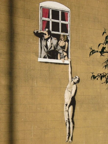 1024px-Banksy_lovers-768x1024