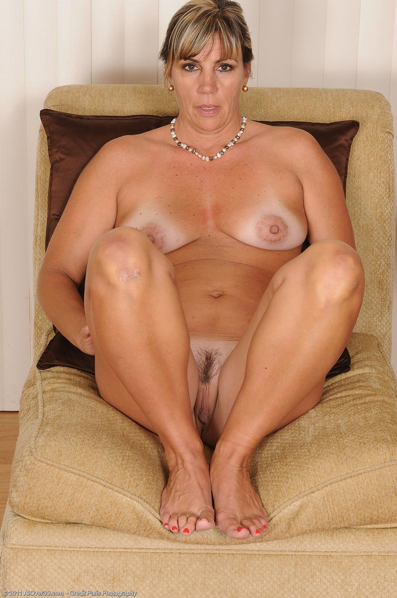 mature nude women at home