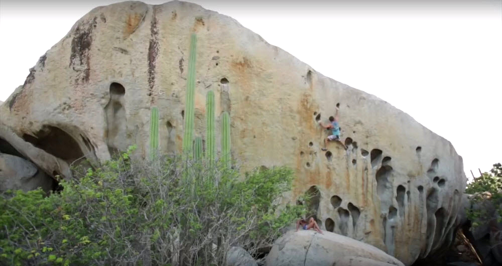 Video; Chris Sharma descubre boulder en la isla de Aruba