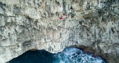 Video Psicobloc; Los Hermanos Pou escalan los acantilados de Mallorca