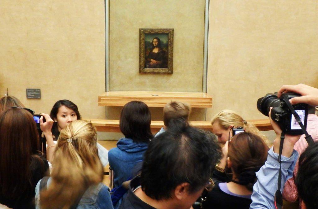 Decepções de viagem - Monalisa, exposta no Museu do Louvre (Paris, França)