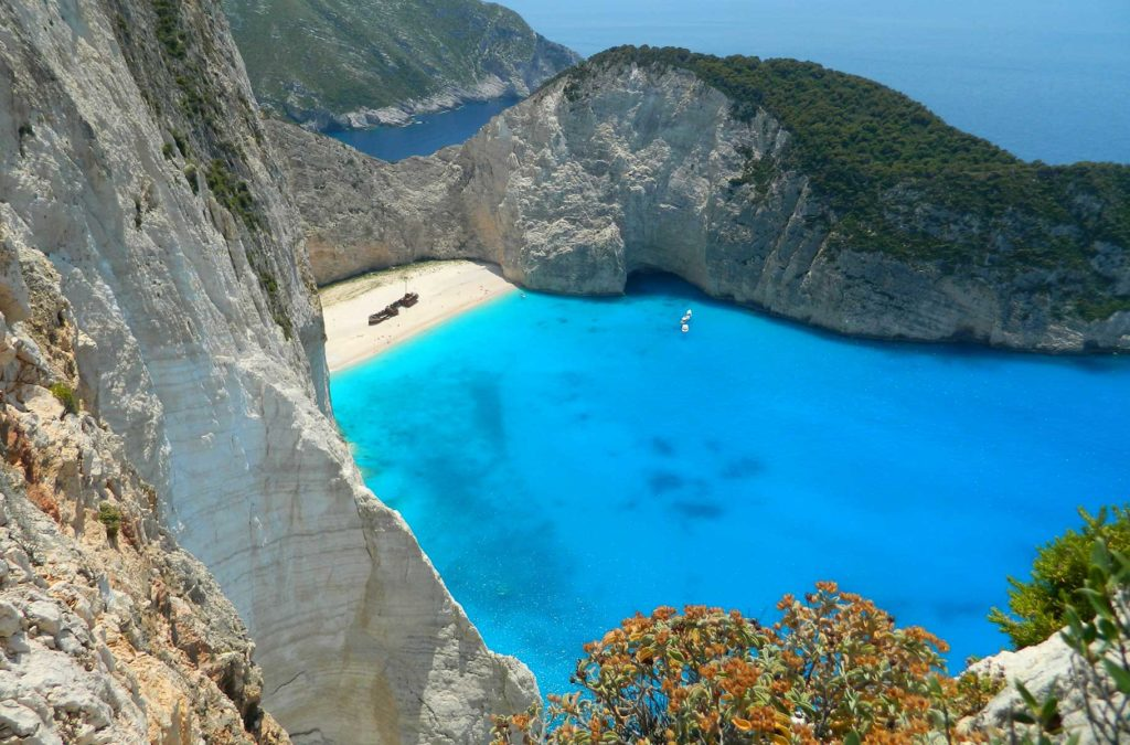 Quanto custa viajar para Grécia - Vista da Praia Navagio, na Ilha de Zakynthos