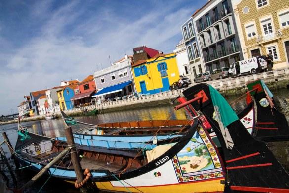 Conheça Aveiro (Portugal) - Moliceiros ancorados em canal da ria