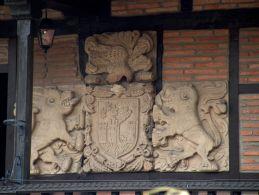 Escudo casona Plaza del Cantón (Barcenillas)