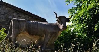 Escultura a la vaca tudanca
