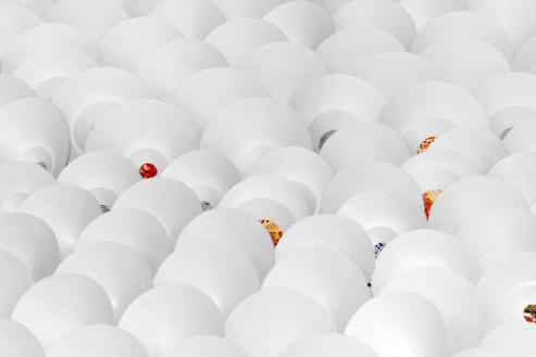 """Serena Piccinini, """"Atmosfera"""", particolare dell'installazione, 2012, carta e tyvek, dimensioni variabili"""