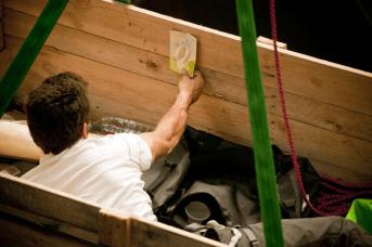 DC, Questa sosta non è un orto, performance di Mario Tomè, 2012. Nella cassa bivacco