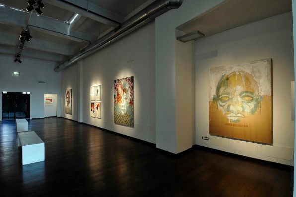 Roberto Coda Zabetta, Scudo, veduta della mostra Complesso post-industriale Ex-Marmi Pietrasanta. Courtesy Poggiali e Forconi