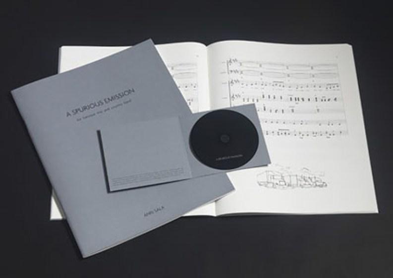 Frammenti di un discorso amoroso: Anri Sala, A Spurious Emission for baroque trio and country band, 2007, libretto, audio-CD, saldato in plastica Score, numerato e firmato, compact disc ed. 52/8