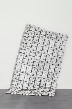 Alberto Gianfreda, La Veste, 2012, marmo di Carrara e ferro, opera per il Concorso Antonio Canova 2012 Foto di Stefano Pasini Courtesy Banca Sistema, Milano