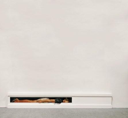 Matteo Tenardi; Diventare linea d'orizzonte nell'angolo al confine tra il muro e il pavimento; 2014; olio e tempera su tavola; cm. 45x30