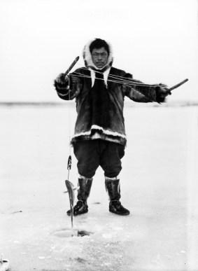 Pesca, Nord-ovest di Thule. Spedizione Thule. Primi Anni Dieci del Novecento Fotografo Knud Rasmussen © Arktisk Institut