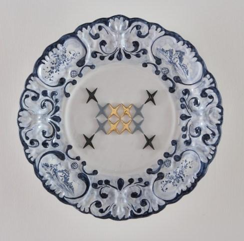 Vincenzo Marsiglia, Baroque, 2012, ceramica smaltata e dipinta con interventi al terzo fuoco, diametro 54 cm