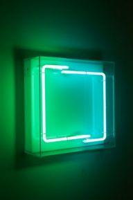 Manuela Bedeschi, Quadrato imperfetto, 2011, neon e plexiglass, 40x40x15 cm