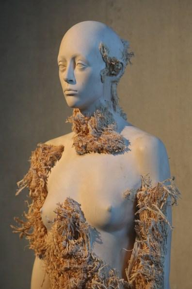 Aron Demetz. Memoridermata, veduta della mostra, Art Center Hugo Voeten, Herentals (Belgio)
