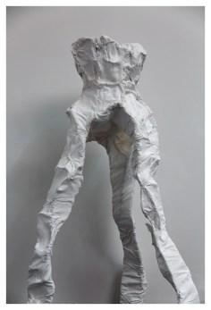 Sacha Turchi, Natus Parva, 2016, struttura in ferro tessuto, Cotone Calcio Carbonato Calcio Fosfato Collagene, Sponge Arte Contemporanea