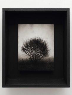 Ettore Frani Ancora attesa II 2016 olio su tavola laccata e acrilico su akò cm 40,5x34,5x10 courtesy Paola Feraiorni