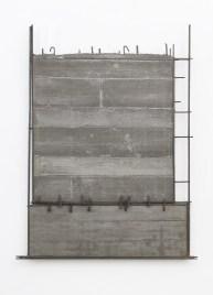 Giuseppe Uncini, Spaziocemento n. 76, 1988, cemento e ferro, cm 122 × 93 × 4,5. Courtesy Galleria Claudio Poleschi