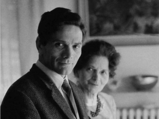 Pier Paolo Pasolini e la madre Susanna Foto di Mario Dondero