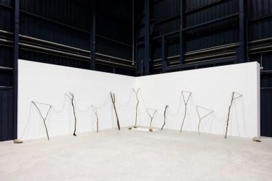 Kishio Suga, Continuous Existence–HB, 1977/2016 Courtesy dell'artista, Blum & Poe, Los Angeles/New York/Tokyo e Pirelli HangarBicocca, Milano Foto Agostino Osio