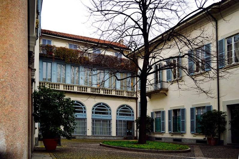 Cortile interno di via San Maurilio 14, Milano
