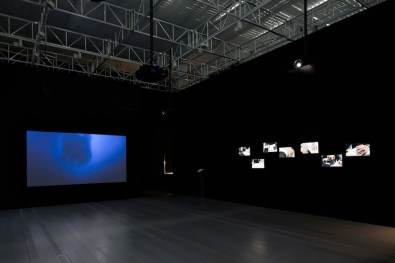 Lavoro in movimento. Lo sguardo della videocamera sul comportamento sociale ed economico, veduta della mostra (Ancarani e Kazma), Mast Gallery, Bologna
