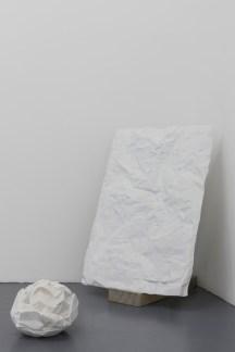 Antonio Trotta, Altri tempi, 2006-2014, marmo statuario, 110x70x4 e cm 35x25x25 Foto Nicola Gnesi