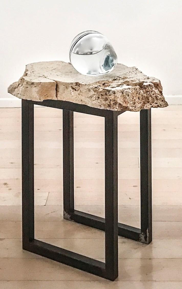 Paolo Ciregia, 12 agosto 1944, 2017, cristallo, acqua, pietra, ferro, 98x80x53 cm, Galleria L'Elefante – arte contemporanea