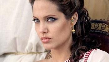 Angelina Jolie cortou todo tipo de comunicação com Brad Pitt