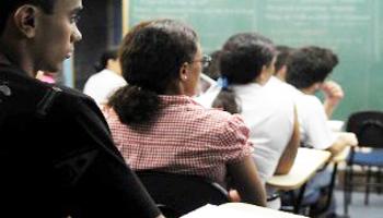 Só Português, Matemática e Inglês nos 3 anos do médio