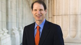 Official portrait of United States Senator Ron Wyden.
