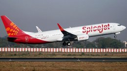 An Indian carrier SpiceJet taking off. Photo by Nisarg Vyas, Wikipedia Commons.