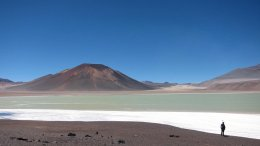 he Altiplano-Puna plateau in the central Andes features vast plains punctuated by spectacular volcanoes, such as the Lazufre volcanic complex in Chile seen here. Credit Noah Finnegan
