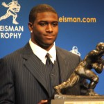 Heisman_Trophy_of_Reggie_Bush1