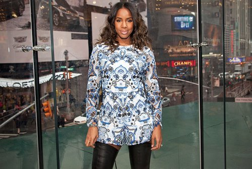 "Kelly Rowland visits ""Extra"" at their New York studios at H&M in Times Square on March 20, 2015 in New York City."