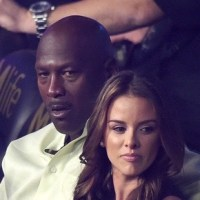 Michael Jordan Calms Down Fan After his Bodyguard Pushes Him (Watch)