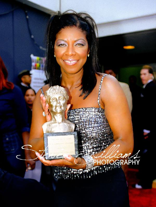 natalie cole with award