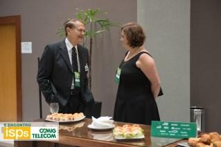 Aloisio Vasconcelos, presidente da CEMIGTelecom e Meire Alessandra, diretora comercial da Momento Editorial.