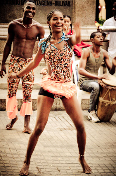 Afro-Caribbean-dancer-cartagena-colombia-bolivar-square