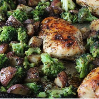One Pan Chicken and Broccoli | EverydayMadeFresh.com