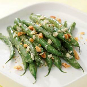 Evo Recipe Sauteed Green Beans with Hazelnuts and Bleu Cheese