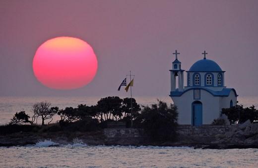 sunrise-at-gialiskari-ikaria-island-church01