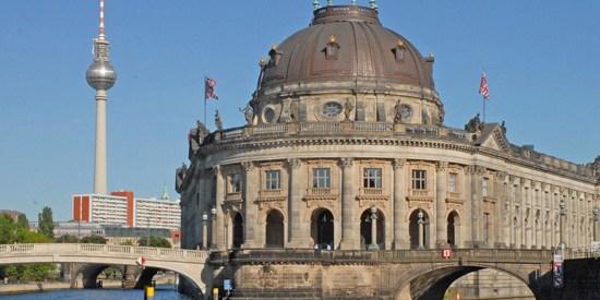 Le Bode Museum est situÈe ‡ la pointe de l'Óle aux musÈes, Il a ÈtÈ inaugurÈ en 1904, trËs dÈtÈriorÈ pendant la guerre, il a ÈtÈ restaurÈ et a rÈouvert en 2006.