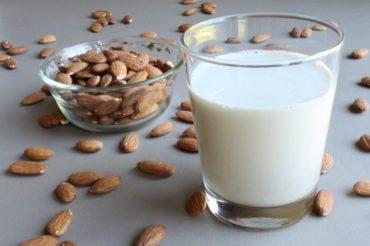 11 korzyści ze stosowania mleka migdałowego