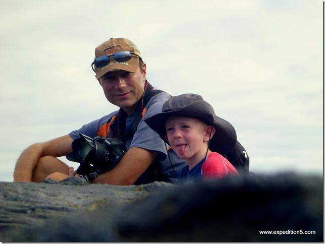 Petite pause sur le champ de lave de l'ile James, Galapagos, Equateur.