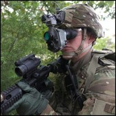 AN/PSQ-20 Enhanced Night Vision Goggle (ENVG) by Program Executive Office Soldier [CC-BY-SA-2.0 (http://creativecommons.org/licenses/by-sa/2.0) and/or Public Domain (work of government employee)], via Flickr https://www.flickr.com/photos/peosoldier/16086876469 [cropped]